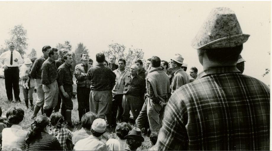 24 - 1969 PIAN DI COLTURA - LENTIAI  CON IL CORO VALCANZOI DIRETTO DA PIERO PICCOLOTTO