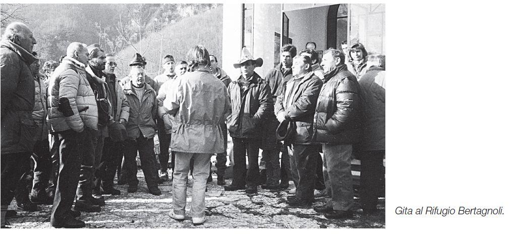 35 - 1993 RIFUGIO BERTAGNOLI  DOPO CHE DE MARZI AVEVA DEDICATO ALL'AMICO BERTAGNOLI  LA CANZONE SIGNORE DELLE CIME
